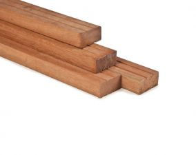 Hardhout geschaafd timmerhout 4,4x8,8x400 cm
