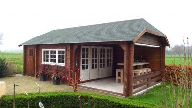 Blokhut W 440X440 cm + luifel 300 cm + aanbouw 150 cm opgesteld