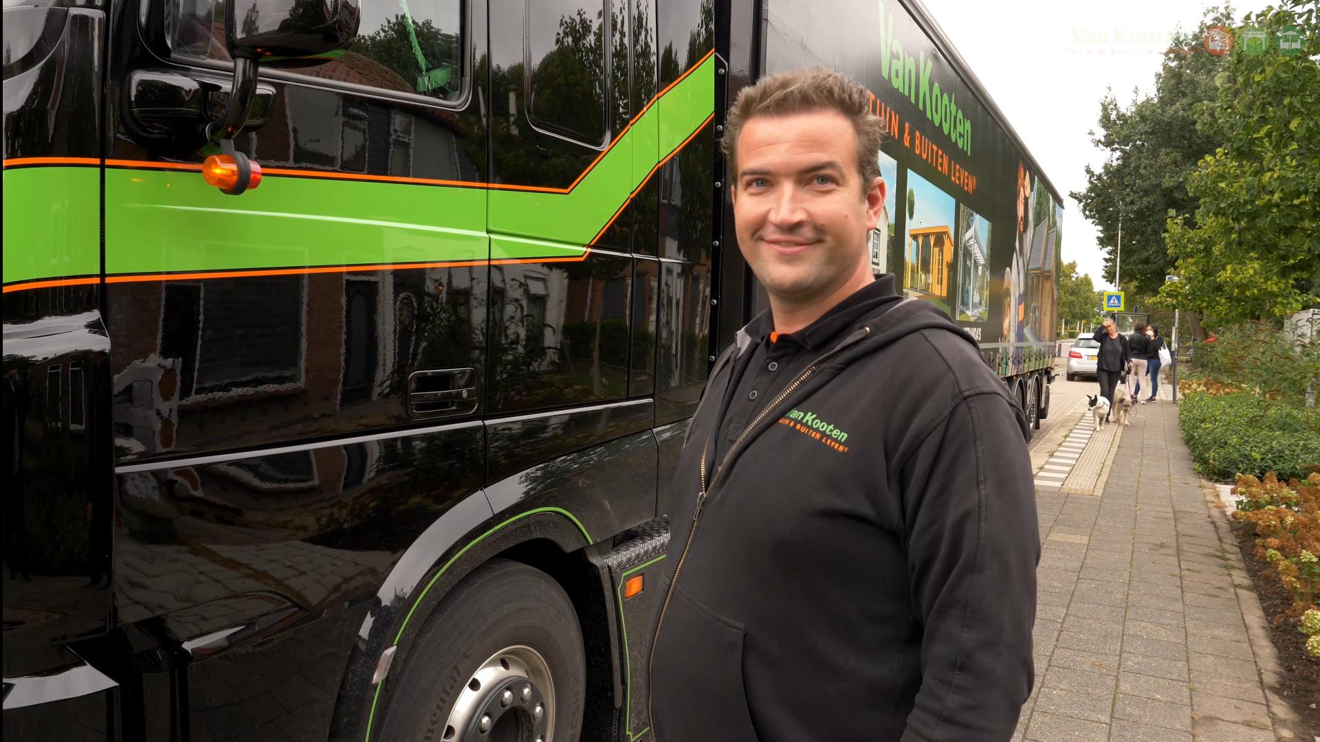 Chauffeur van Van Kooten vrachtwagen